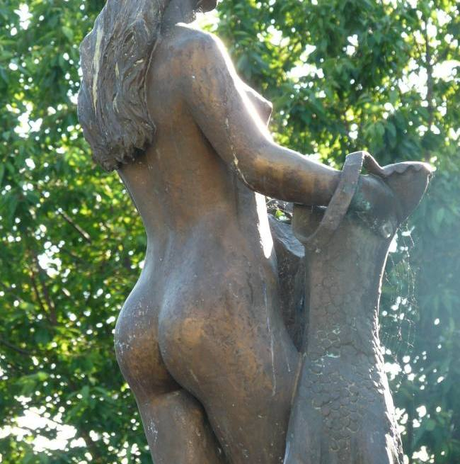 Statue of woman's arse